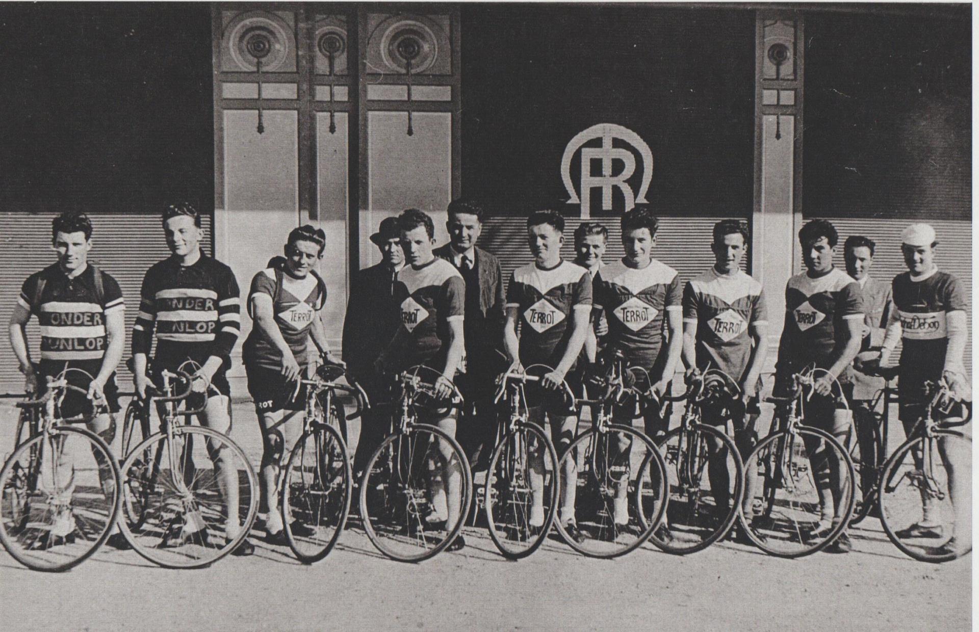 Equipe terrot mars 1950 nouvelles galeries
